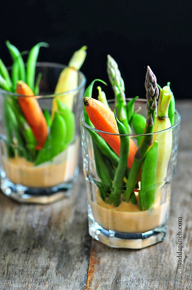 Crudites with red pepper dip