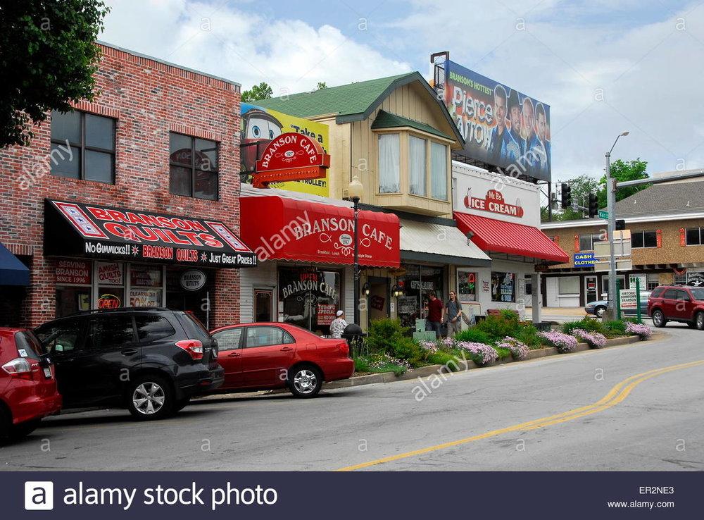 main-street-in-downtown-branson-missouri-ER2NE3.jpg