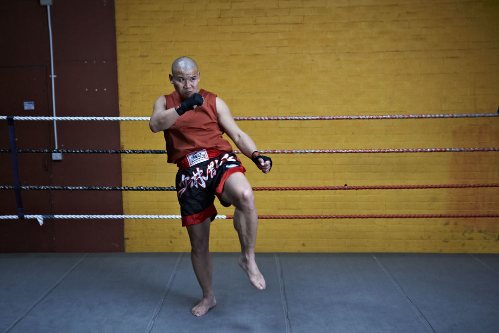 Shaolin temple uk shifu yanzi kick 18.jpg