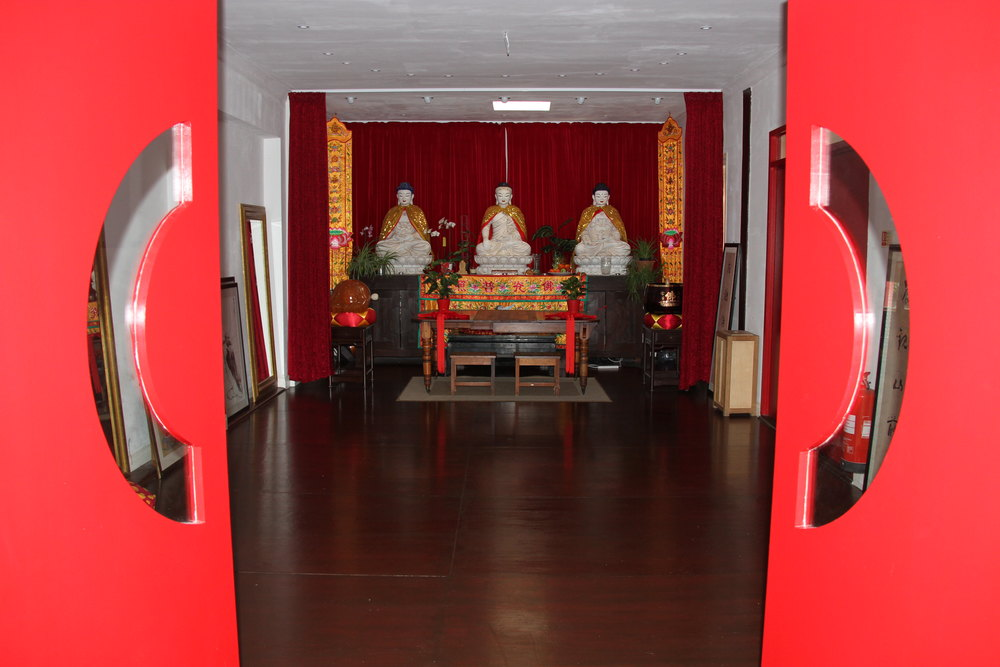 shaolin temple uk door to budda.JPG