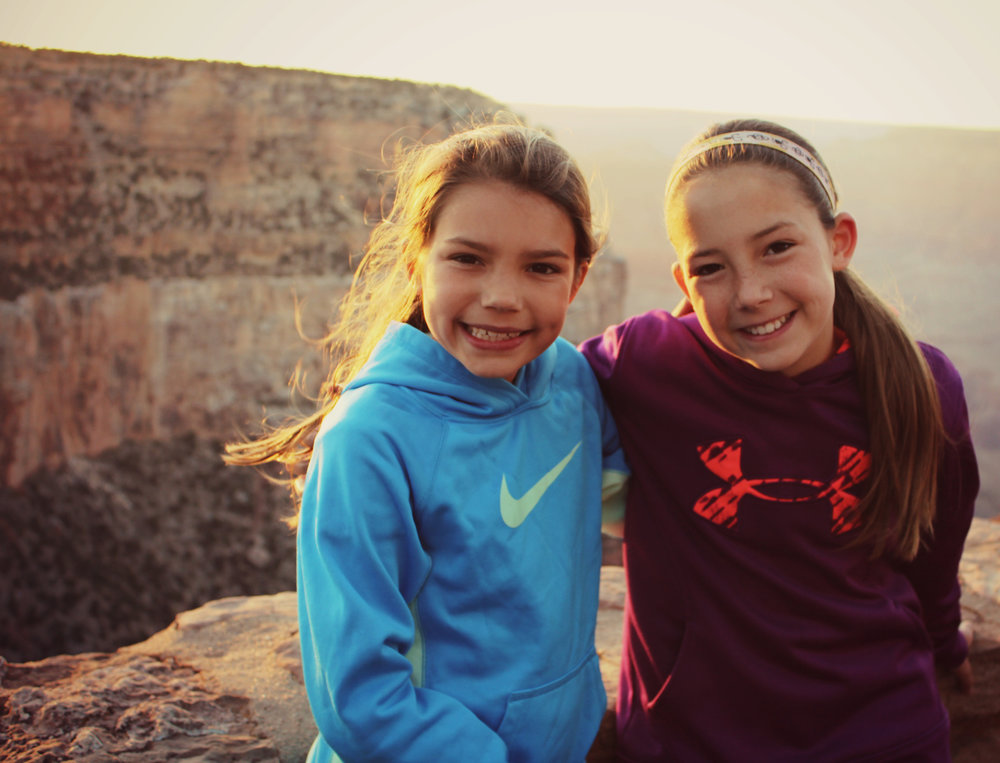 grand-canyon-sunset-two-girls