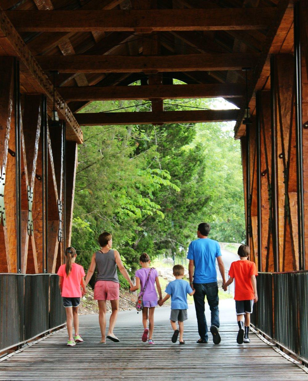 big-cedar-amish-bridge-devils-pool-family-vacation