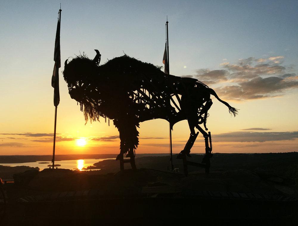 buffalo-sculpture-table-rock-lake-top-of-the-rock-big-cedar