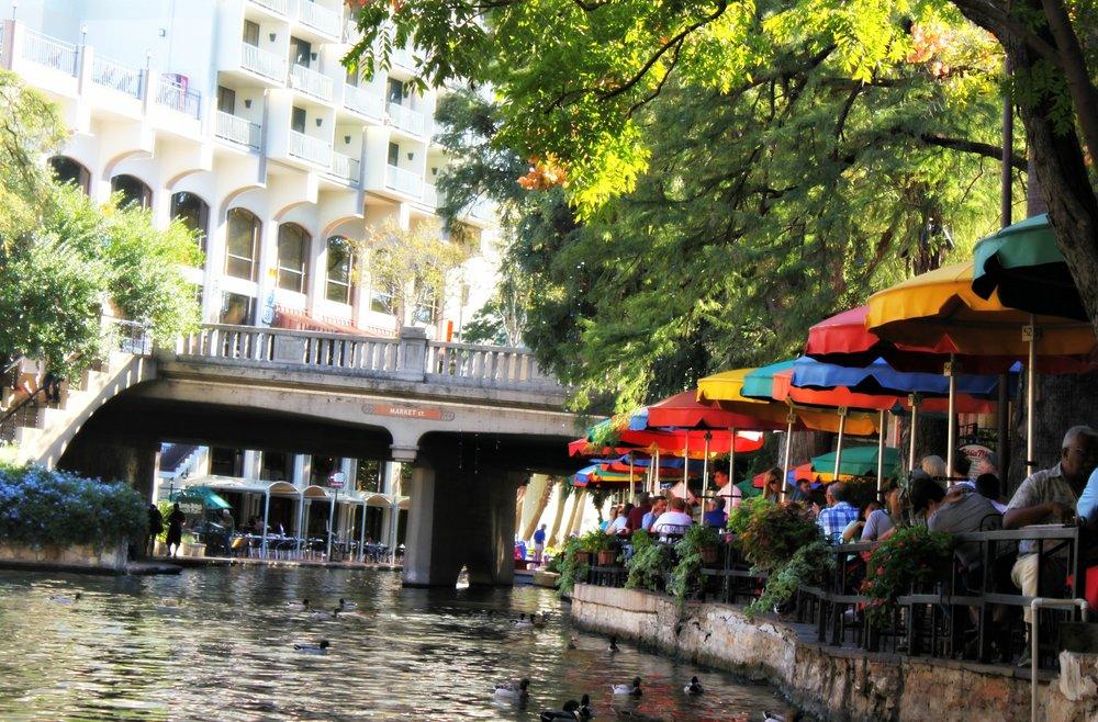 river-gondola-san-antonio-texas