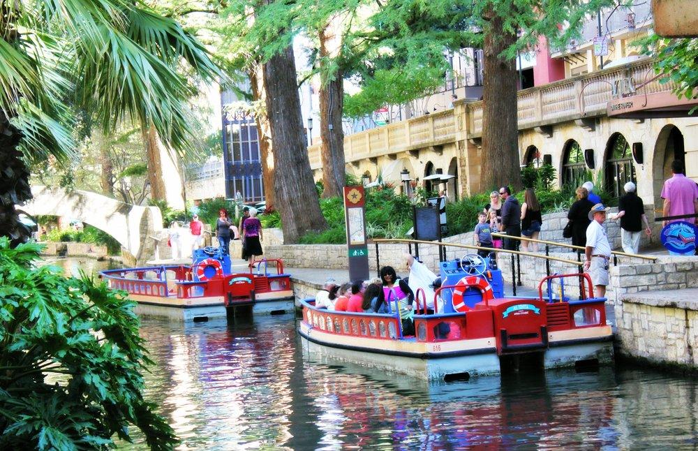 river gondola ride san antonio