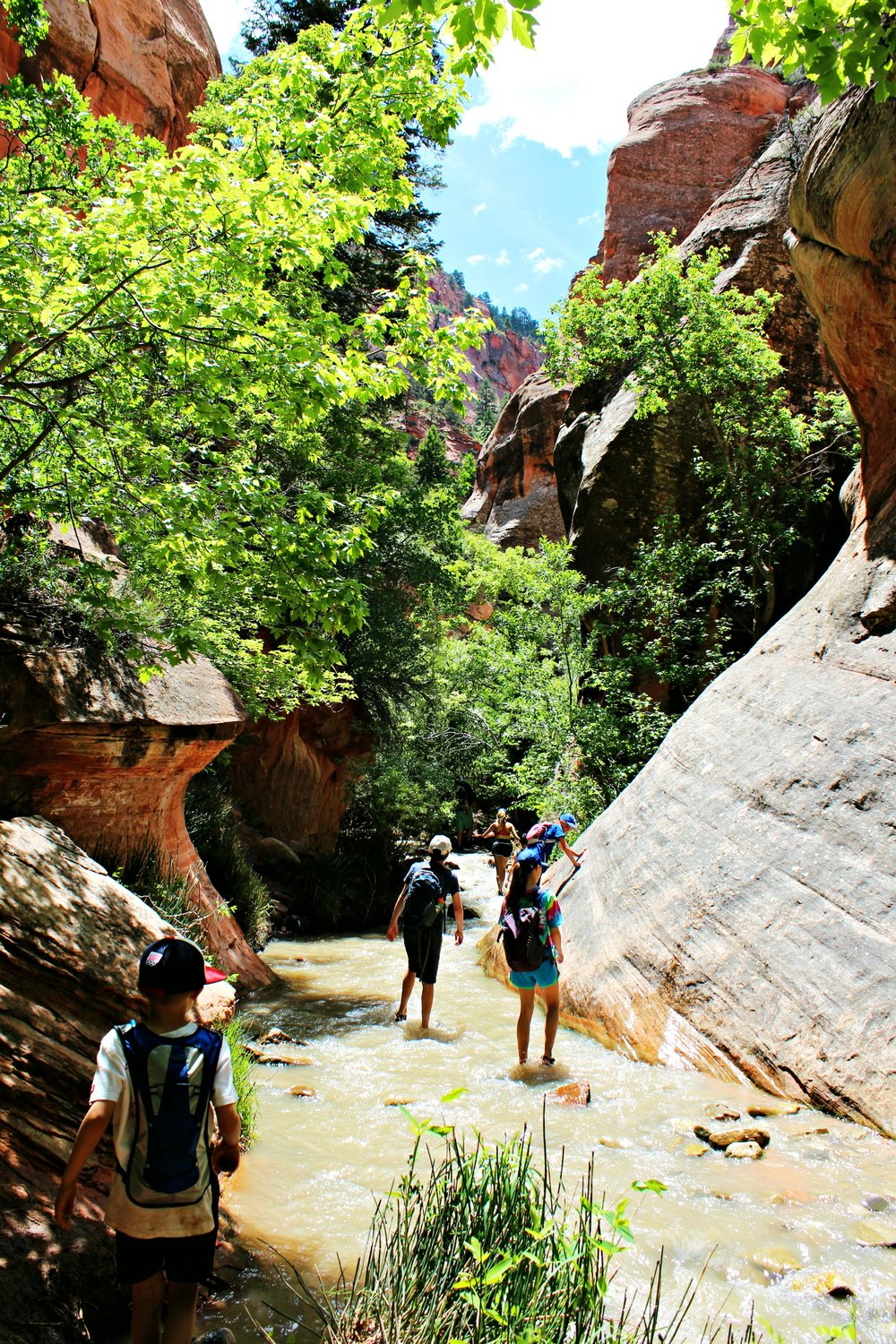 hiking-slot-canyon-with-kids