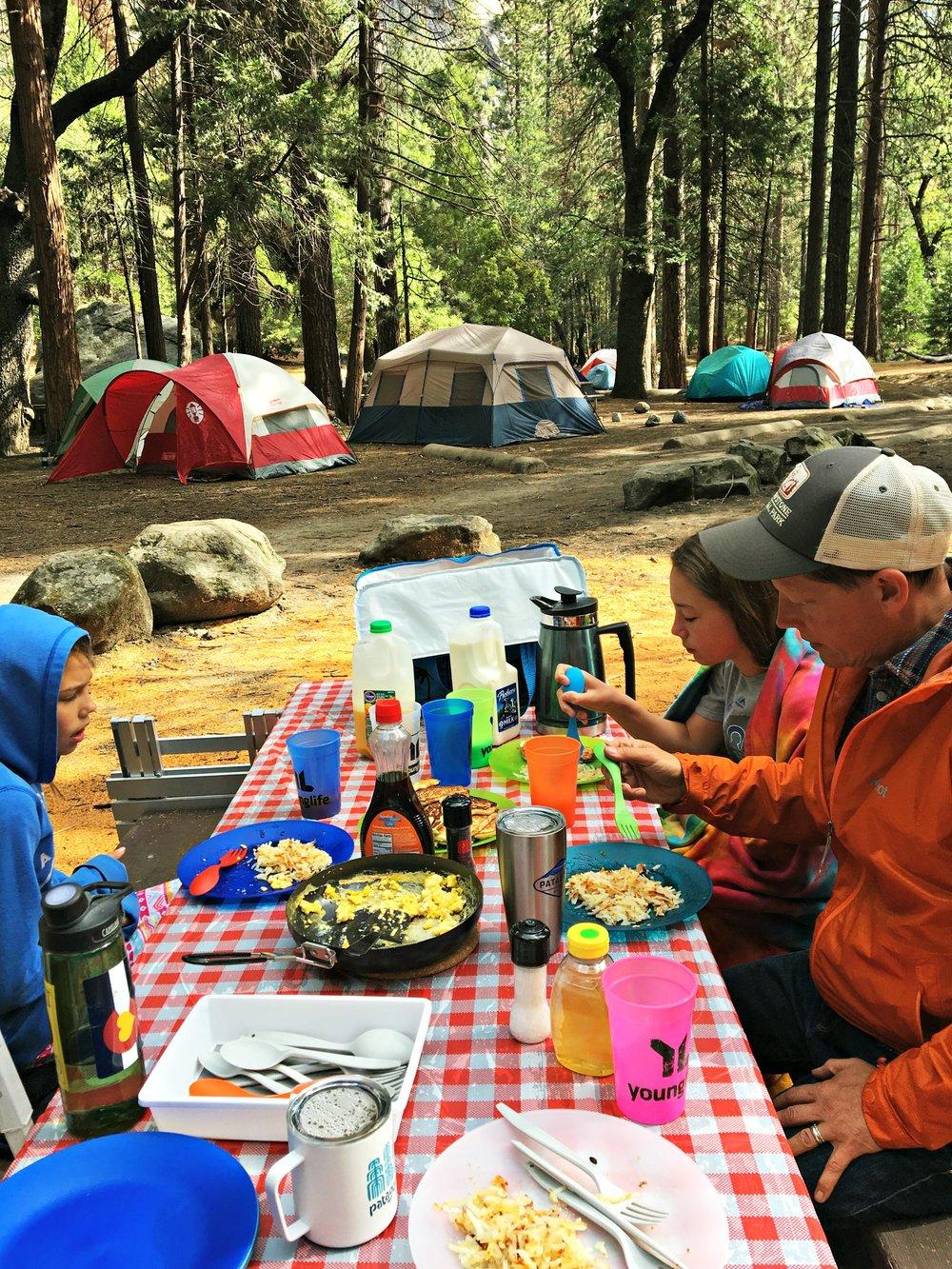 camping-breakfast