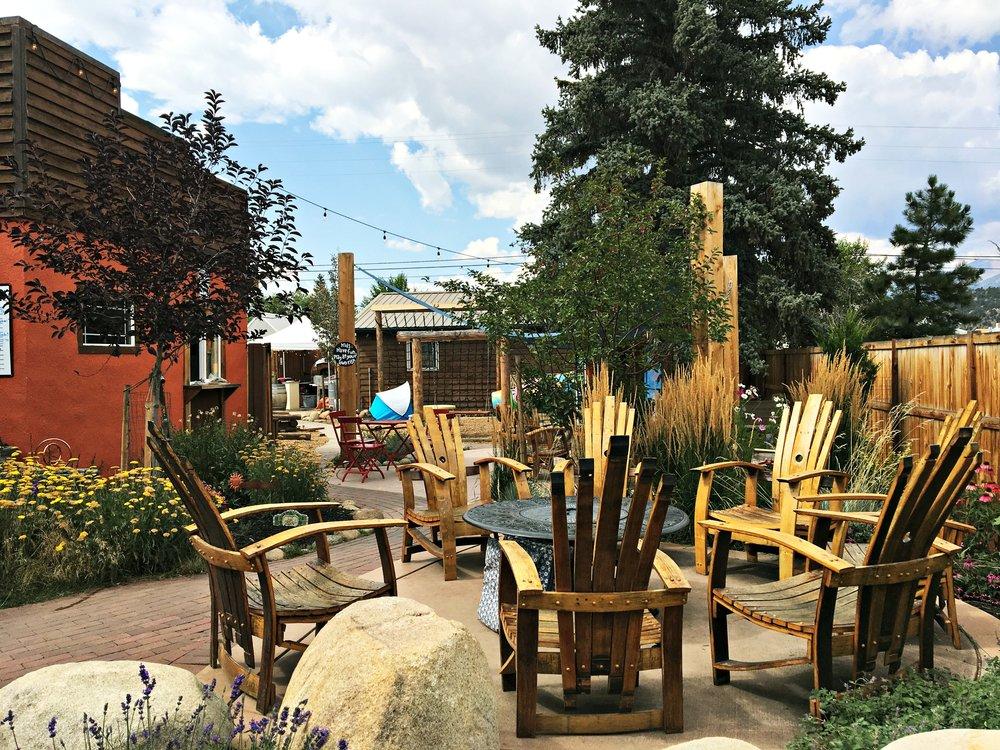 outdoor space louie's buena vista colorado