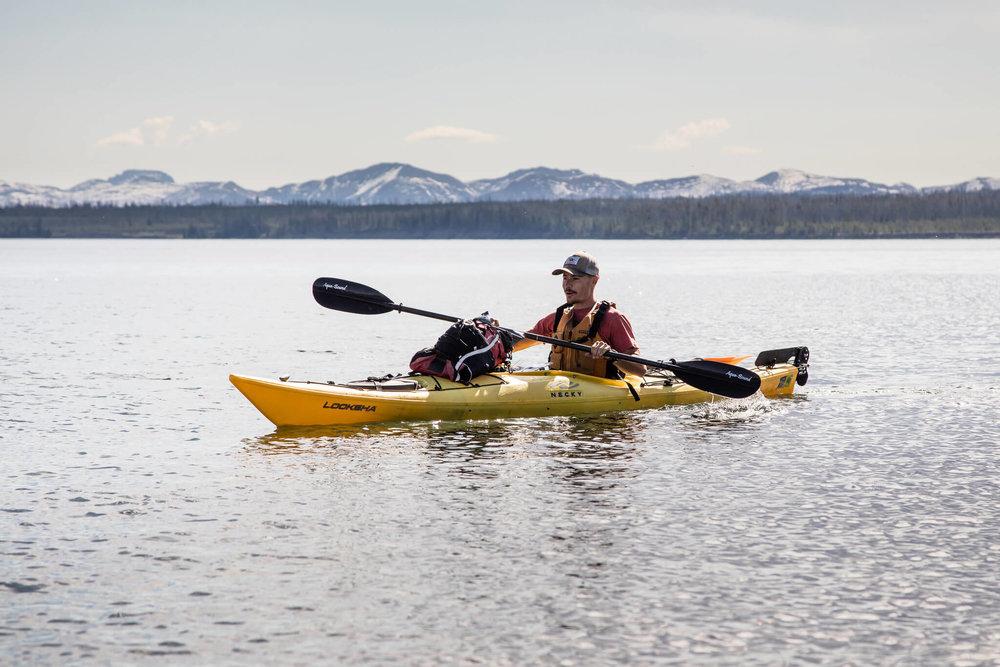 kayaking-lake-yellowstone-wyoming