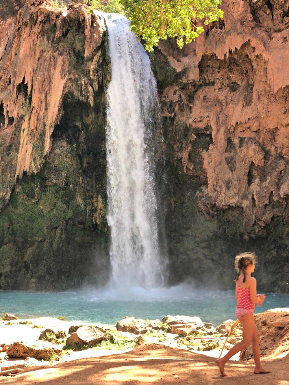 small-girl-by-havasu-falls