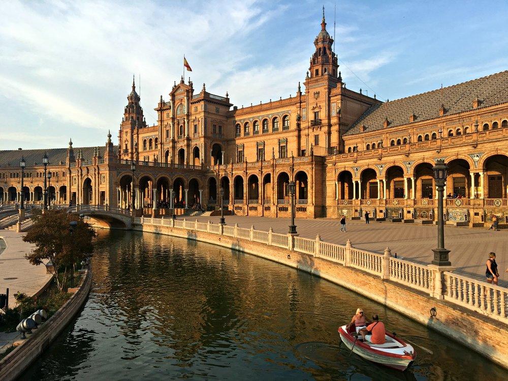plaza-espana-seville-spain-row-boat