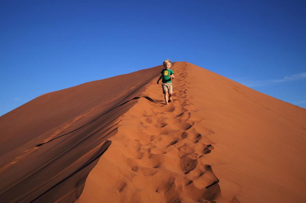 Sossusvlei-Namibia-tallest-sand-dunes