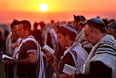Jews-praying.jpg