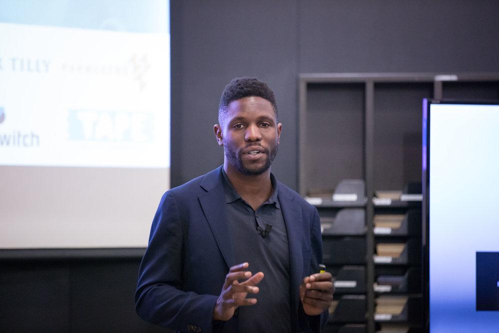 Quincy Dalh tijdens de halve finale van Present Your Startup 2017