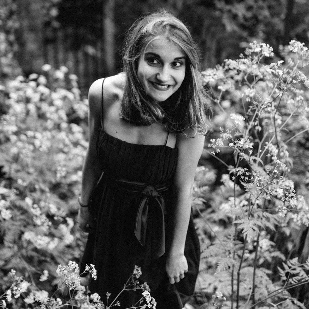 """Elodie : """"Photo à l'aube de mes 25 ans. La photo a été prise dans un petit jardin parisien collé à Montmartre et rarement ouvert au public. """""""