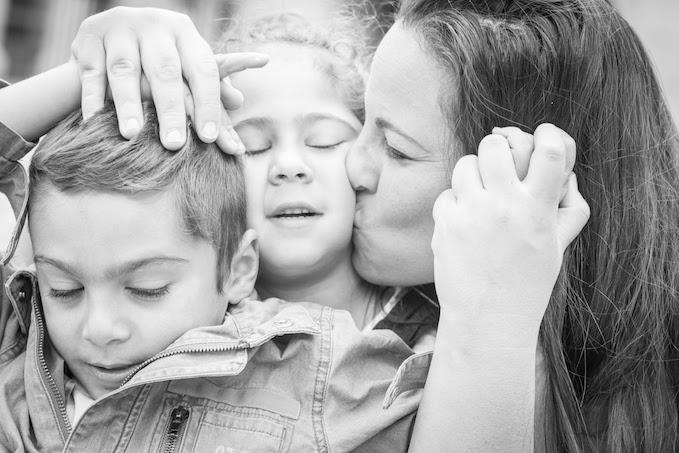 """Deborah : """"Elle représente l amour puissant que l'on a tous les 3, mes jumeaux de 6 ans et moi. """""""