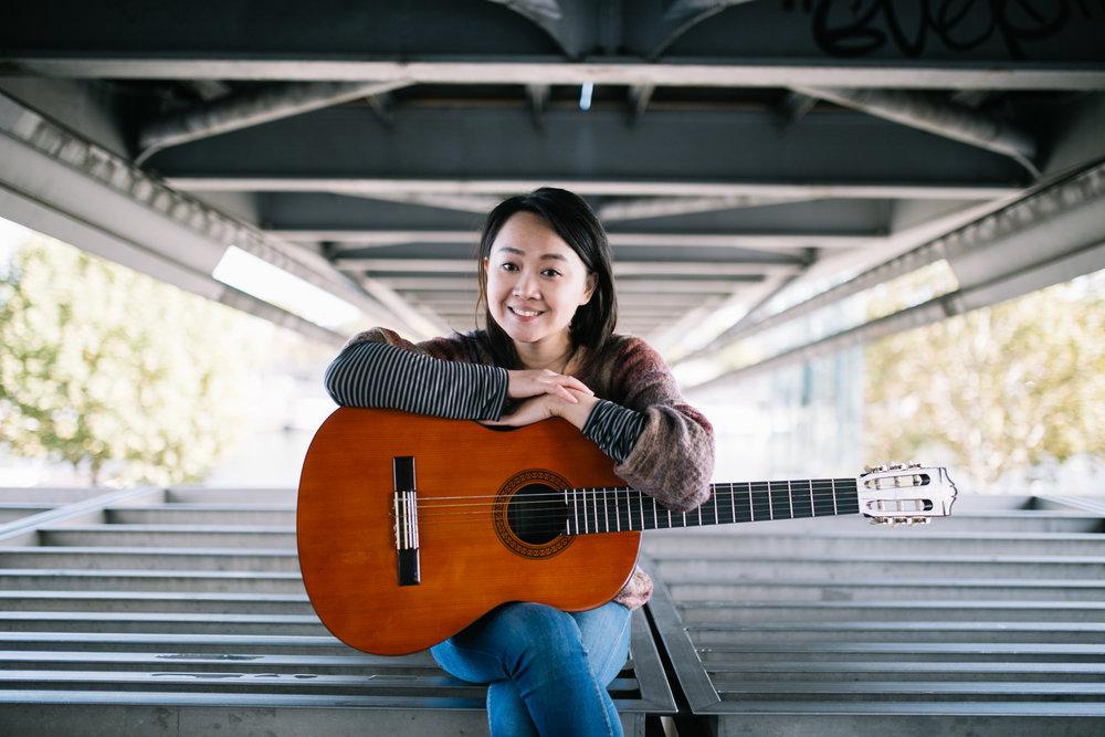 Ta photo coup de coeur - Evidemment une photo avec ma guitare ! Celle-ci me ressemble, elle est simple et on dirait que je ne fait qu'une avec mon instrument.