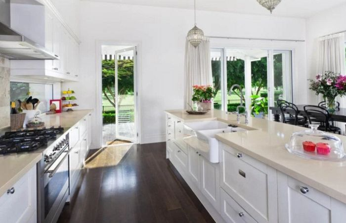 It isn't difficult to keep countertops cleared off like this!!  via  drnow.co
