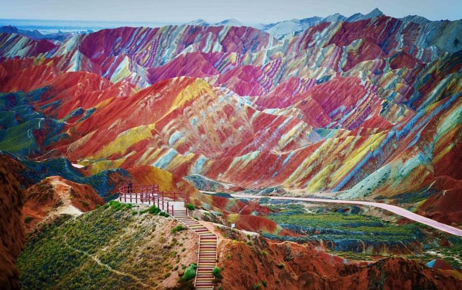 Rainbow Mountains of Zhangye Danxia, China (Credit: Huffington Post STUNNING!!!