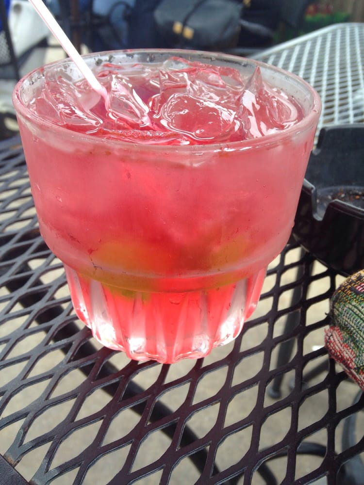 Harrys-Uptown-Bar-Grill-vodka-cranberry.jpg