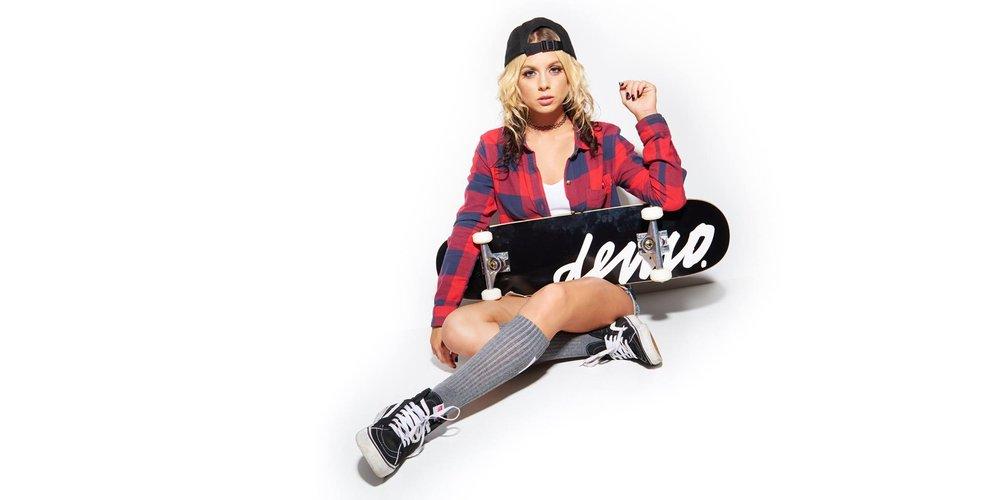 Aaron-Bowen-skater-girl.jpg