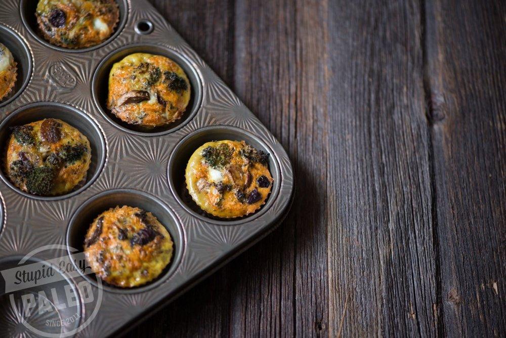 Paleo Pizza Egg Muffins / Stupid Easy Paleo