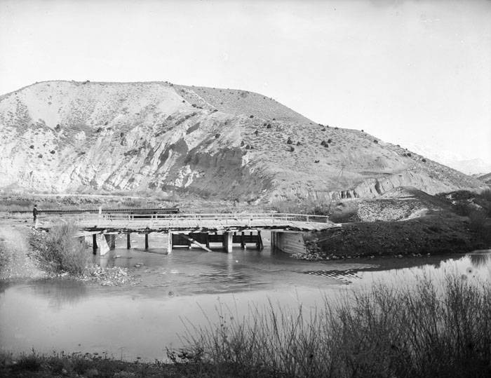 A dam on the Jordan River in the Jordan River Narrows, Salt Lake County, Utah (circa 1901). Photo: Unites States Geological Survey.