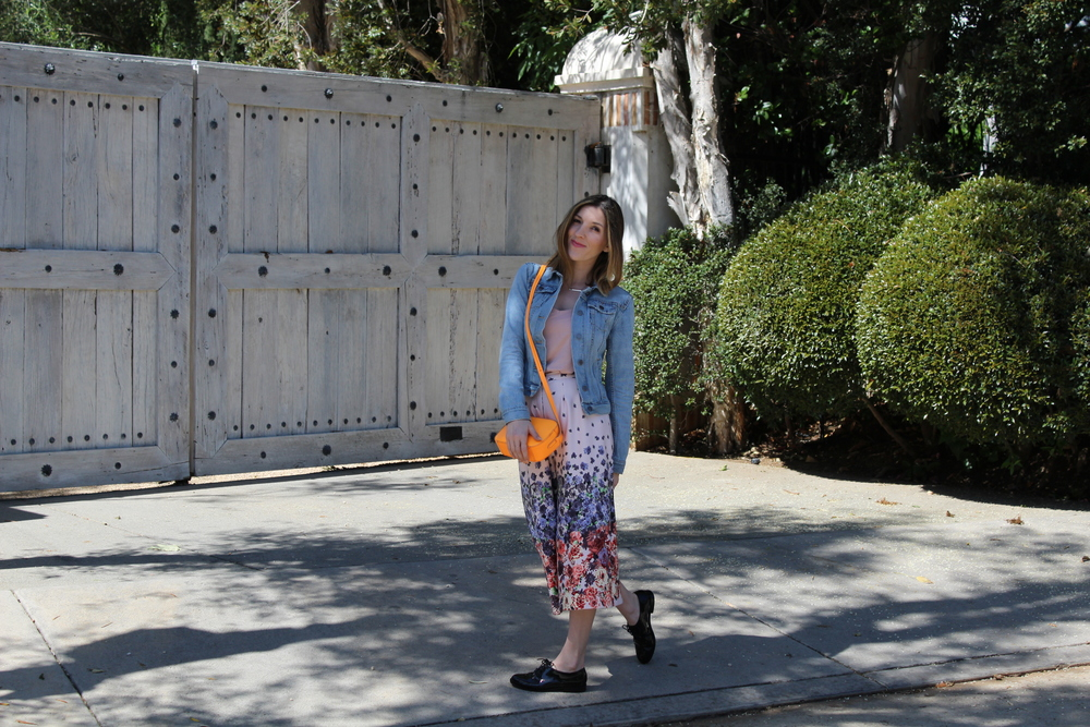 This look I wore recently while out and about adventuring around Los Angeles. What I love about this look is how spring fresh and ready it is. I love the lightness of the outfit and the floral printed culottes are absolutely perfect for the spring season.