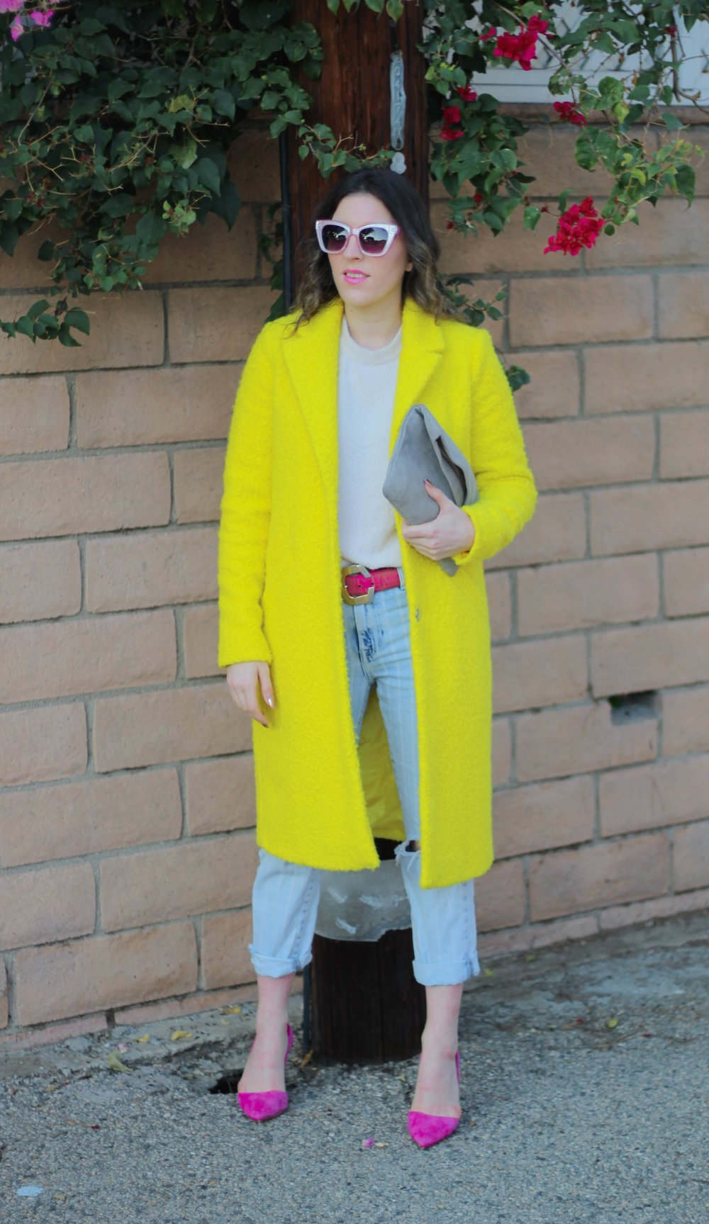 Coat:   River Island   // Top: similar   here   // Belt: Vintage, similar   here   // Denim:   F21   // Shoes: similar   here   // Clutch: similar   here   // Sunnies: similar   here