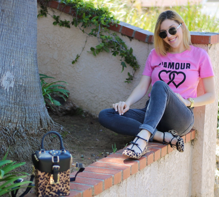 Tee:   F21   // Jeans:   F21   // Flats: similar   here   // Purse: YesStyle, similar   here   // Sunnies:   Le Specs