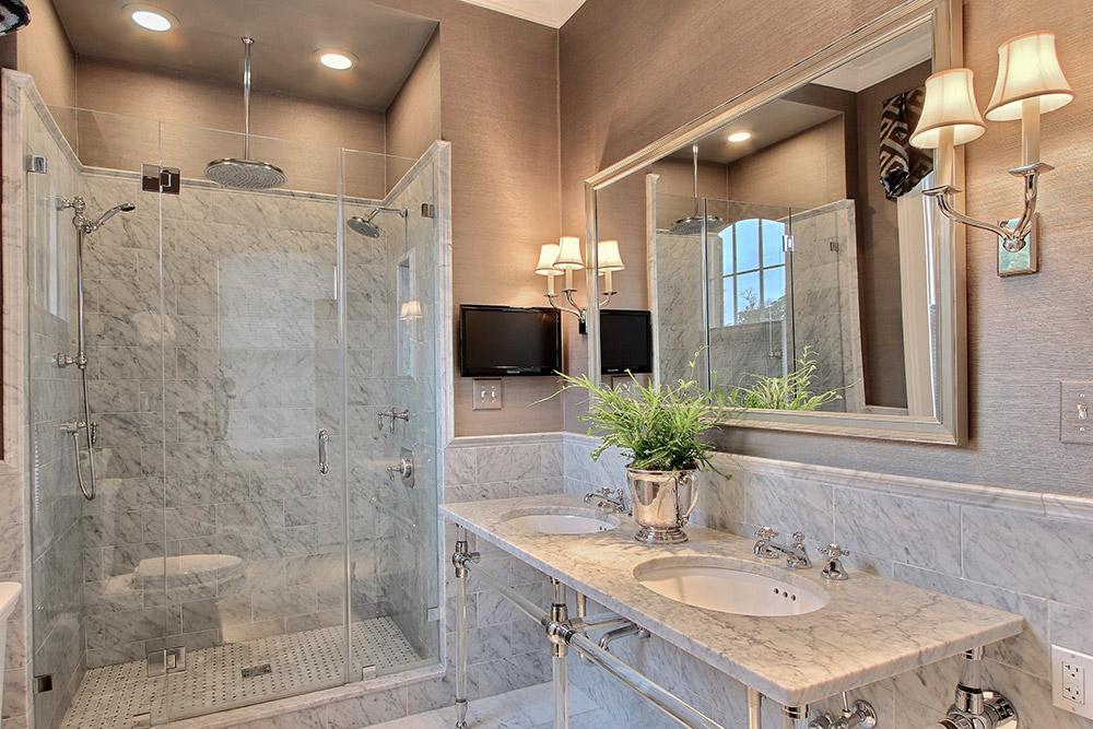 410 E Charlton — Master Bath