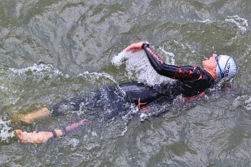 swimmer-380274__340.jpg