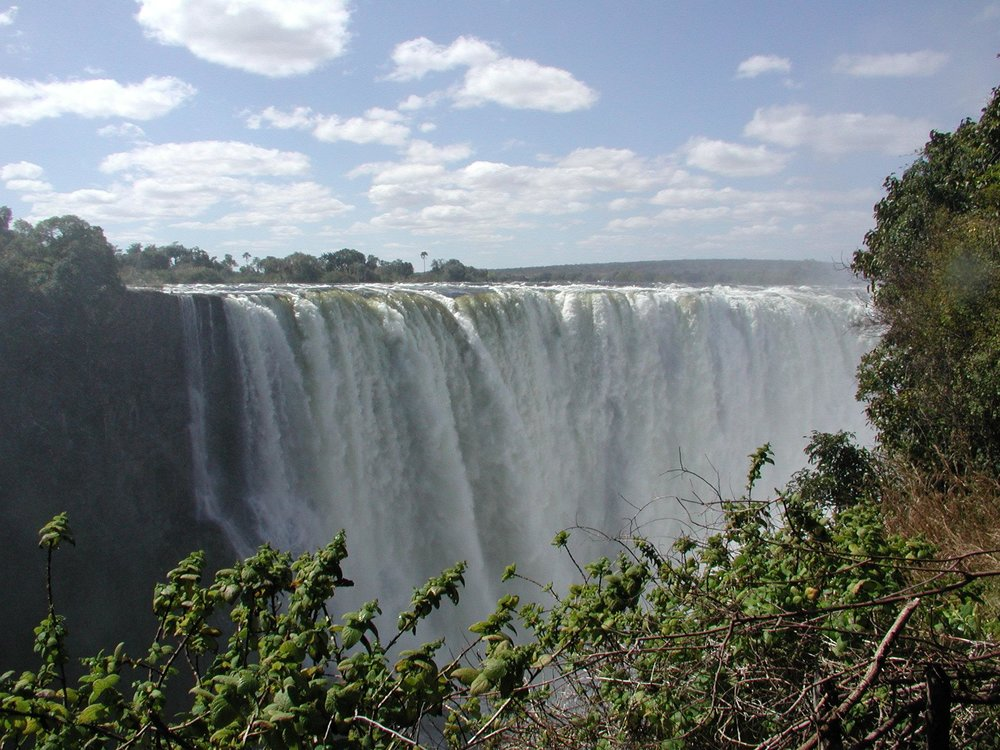 Victoria Falls (Picture by: http://www.fourmilab.ch/images/eclipse_2001/figures/H18vultures.html)