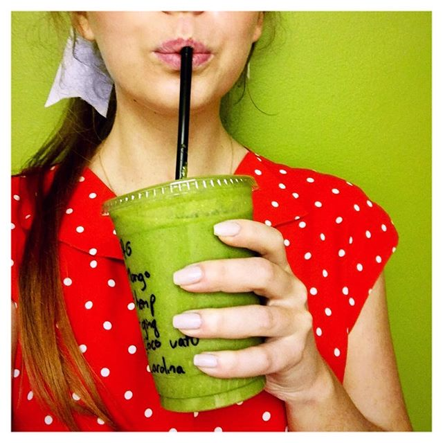 Im back on my green smoothie kick in a MAJOR way 💚 there seems to be nothing better for healthy, glowing skin ✨  This is the Green + Glowing Smoothie from the @wholefoods juice bar, and here are all my crazy edits... ⚡️No Mango ⚡️Light pineapple ⚡️Coconut water instead of milk ⚡️Add ginger ⚡️Add collagen protein ⚡️Add spirulina ((when I need energy)) #IllBeReadyInFiveMinutes