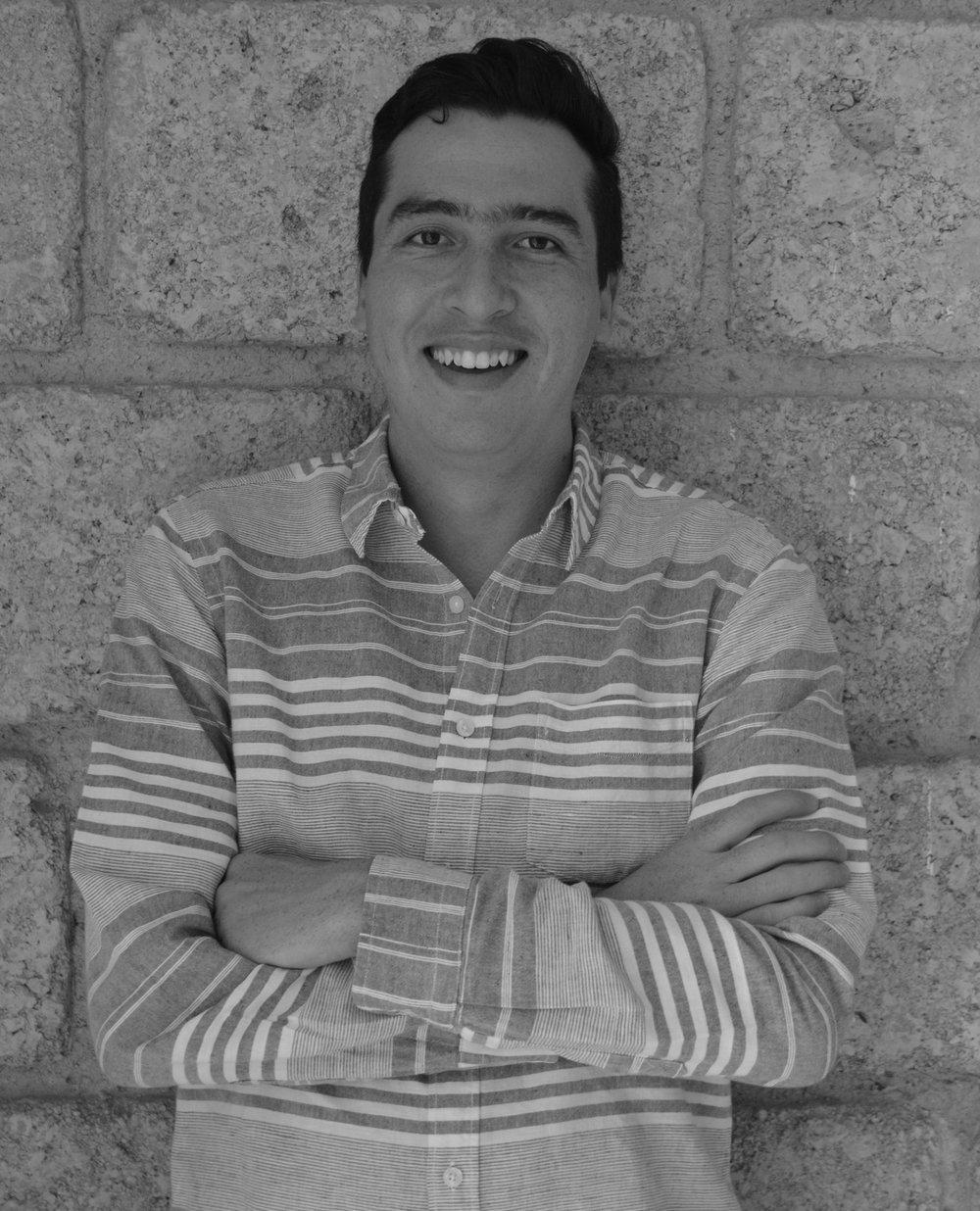 Emiliano Díaz   Emiliano es Economista del comportamiento. Es co-fundador de NUDØ, y del InstitutoMexicano de Economía del Comportamiento.Tiene un master en Behavioural & Experimental Economics por la Universidad de Nottingham y es profesor en la Universidad Iberoamericana. Tiene un interés especial por integrar principios de Economía del Comportamiento al diseño de productos que cambien positivamente el comportamiento de las personas.