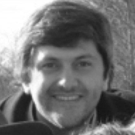 Gabriel Inchausti   Gabriel es economista graduado en la Universidad de la República (Uruguay), con especialización profesional en Finanzas Corporativas, Estrategia y Economía del Comportamiento. Su actividad profesional se desarrolló en el sector de proteína animal, donde desenvolvió una extensa carrera en Brasil, Paraguay y Uruguay, y en medios de comunicación electrónica donde fue Gerente General de un importante grupo de medios en Uruguay. Es consultor en Economía y Negocios y profesor y conferencista en temas relacionados a Economía y a Comunicación.