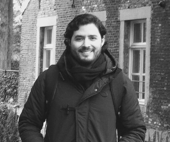 Adrián Vargas   Adrian es economista del ITESM y actualmente se encuentra estudiando el master en Economics con especialización en Behavioral Economics en la Universidad de Tilburg. Tiene experiencia en investigación de deuda a nivel país y se ha desempeñado en el sector público y privado analizando programas sociales y riesgos de capital, respectivamente. Sus intereses de investigación están en las áreas de Economía del Comportamiento, Medio Ambiente, Salud y Corrupción.
