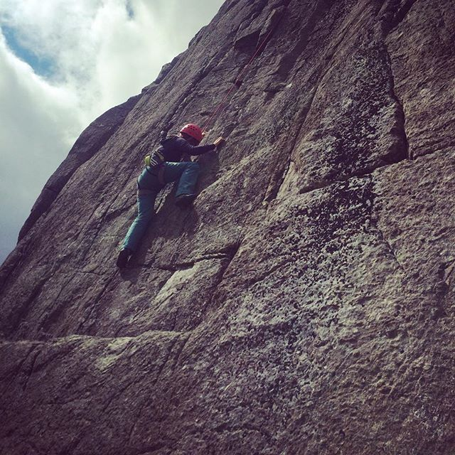 Jean toproping a particularly tricky crack climb and nailing it! #lakedistrict #wrynosepass #tradclimbing #outdoors #climbing #climbing_pictures_of_instagram #climbinglife #thamesvalleyclimbingclub #climbingclub #rockclimbing #adventure #womenclimbing #womenclimber #thegreatoutdoors