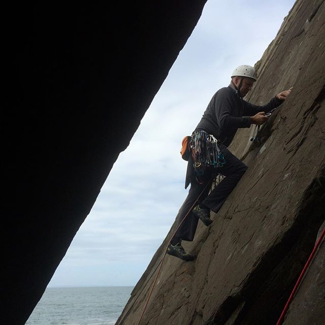 Pete leading the first pitch on Saturday at Baggy Point. #cliffclimbing #baggypoint #tradclimbing #outdoors #climbing #climbing_pictures_of_instagram #climbinglife #thamesvalleyclimbingclub #climbingclub #rockclimbing #adventure #sea