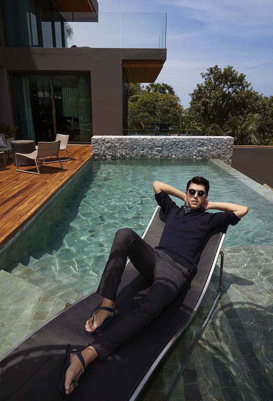 Clothes : PRADA / Sunglasses : Emporio Armani / Sandals : Louis Vuitton