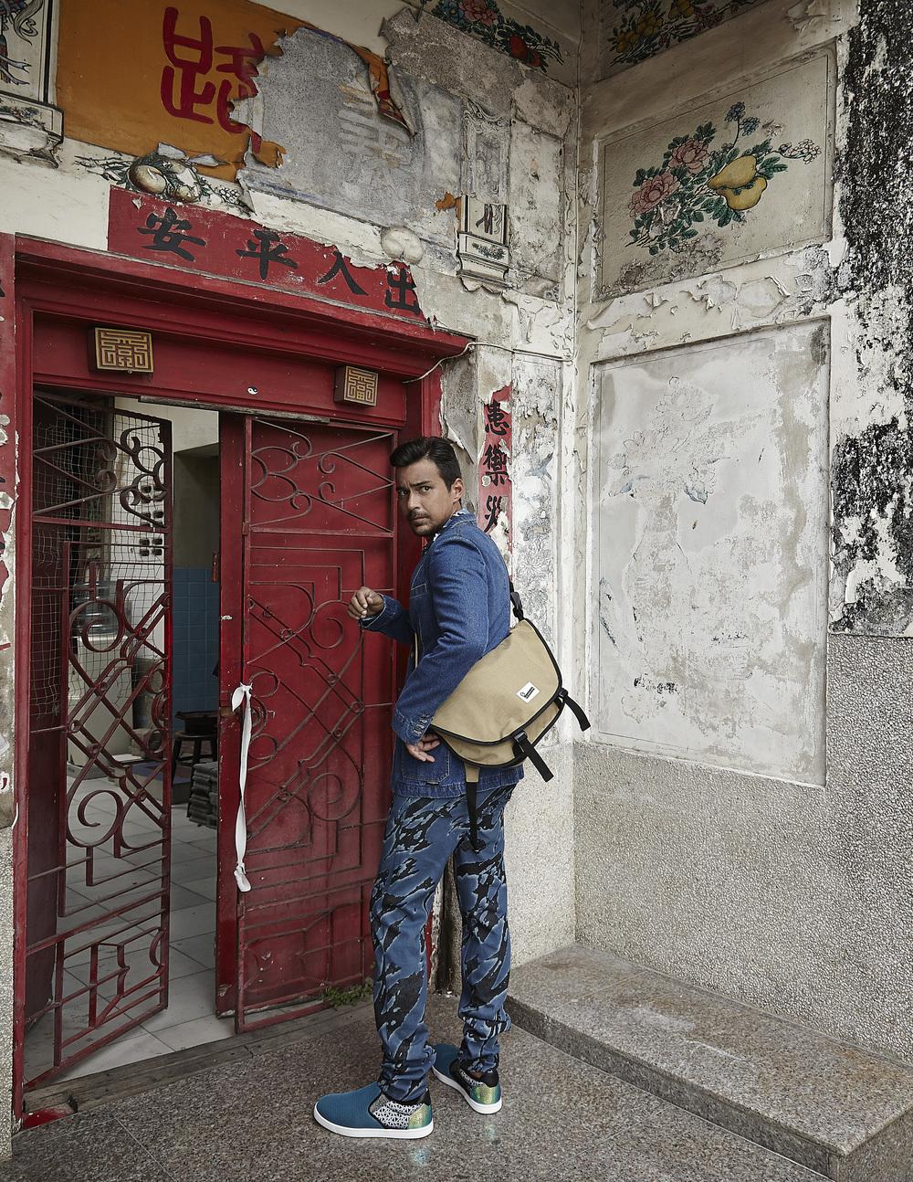 Clothes: Playhound / Bag: Crumpler / Shoes: Christian Louboutin