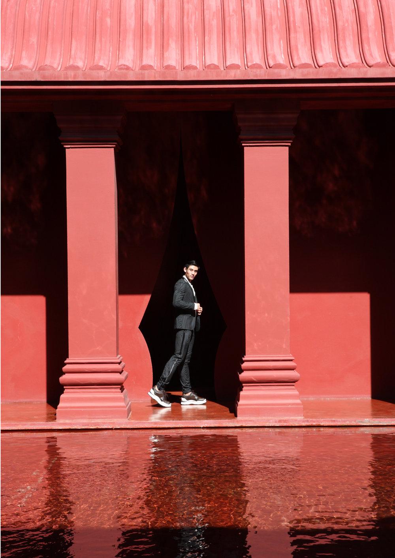 suit : Blackbarrett / shirt : Good Mixer / shoes : Louis Vuitton