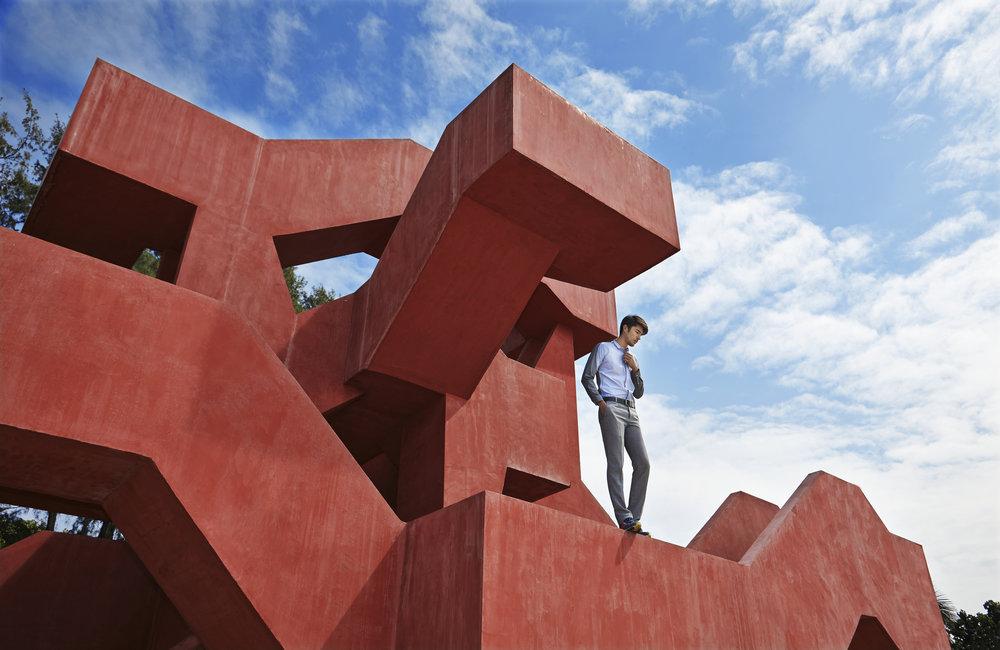 """Model : Kenta Sakurai @kentasakura  Clothes : 4X4 MAN  สนามผู้ใหญ่เล่น """"The Labyrinth""""  ส่วนหนึ่งของโครงการ A Place We Stand 100 ปี ตราช้าง ออกแบบโดย คุณปิติพงษ์ เชาวกุล มุ่งเน้นส่งเสริมคุณภาพที่อยู่อาศัยให้กับชุมชน โดยสนามเด็กเล่นที่ผู่ใหญ่ก็เล่นได้นี้สร้างเพื่อให้ทั้งสองวัยได้ออกกำบังกายร่วมกัน พร้อมซึมซับบรรยากาศทะเลสวยของบางแสน ถ้าเดินครบ 1 รอบจะเผาผลาญพลังงานได้ 10 แคลอรี่ ดังนั้นอาคารนี้จึงมรชื่อเล่นเก๋ๆ ว่า """"10 แคลอรี่ทาวเวอร์"""""""