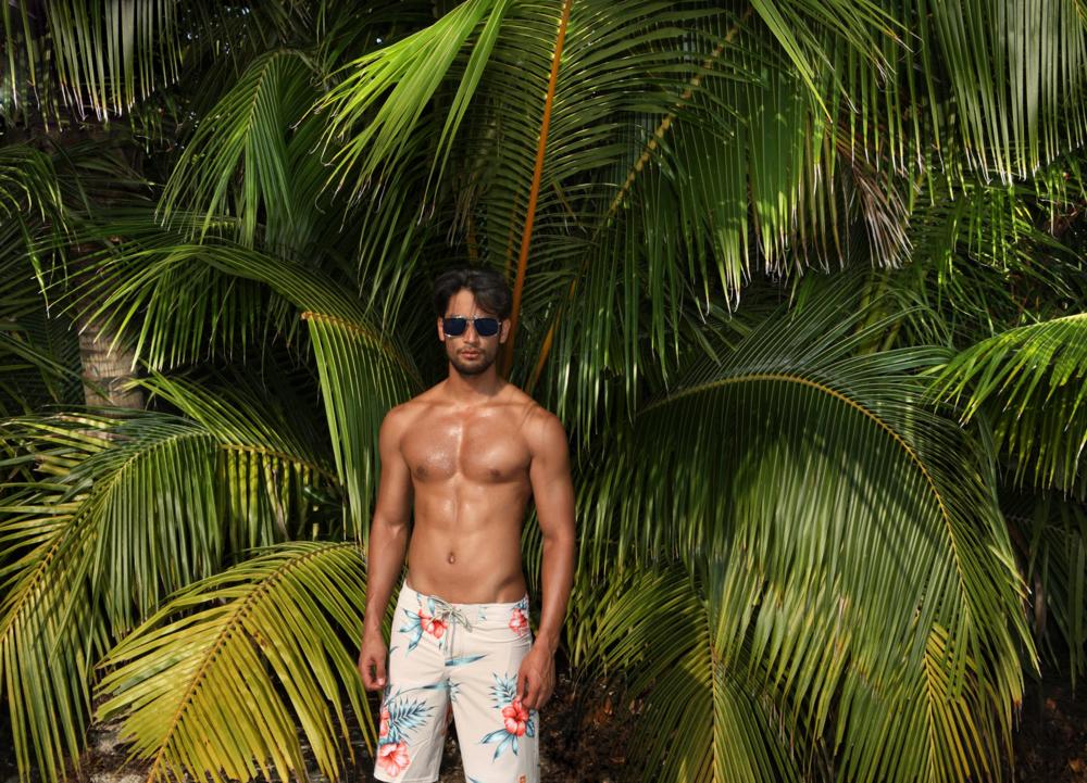 shorts : Quiksilver / sunglasses : TAVAT
