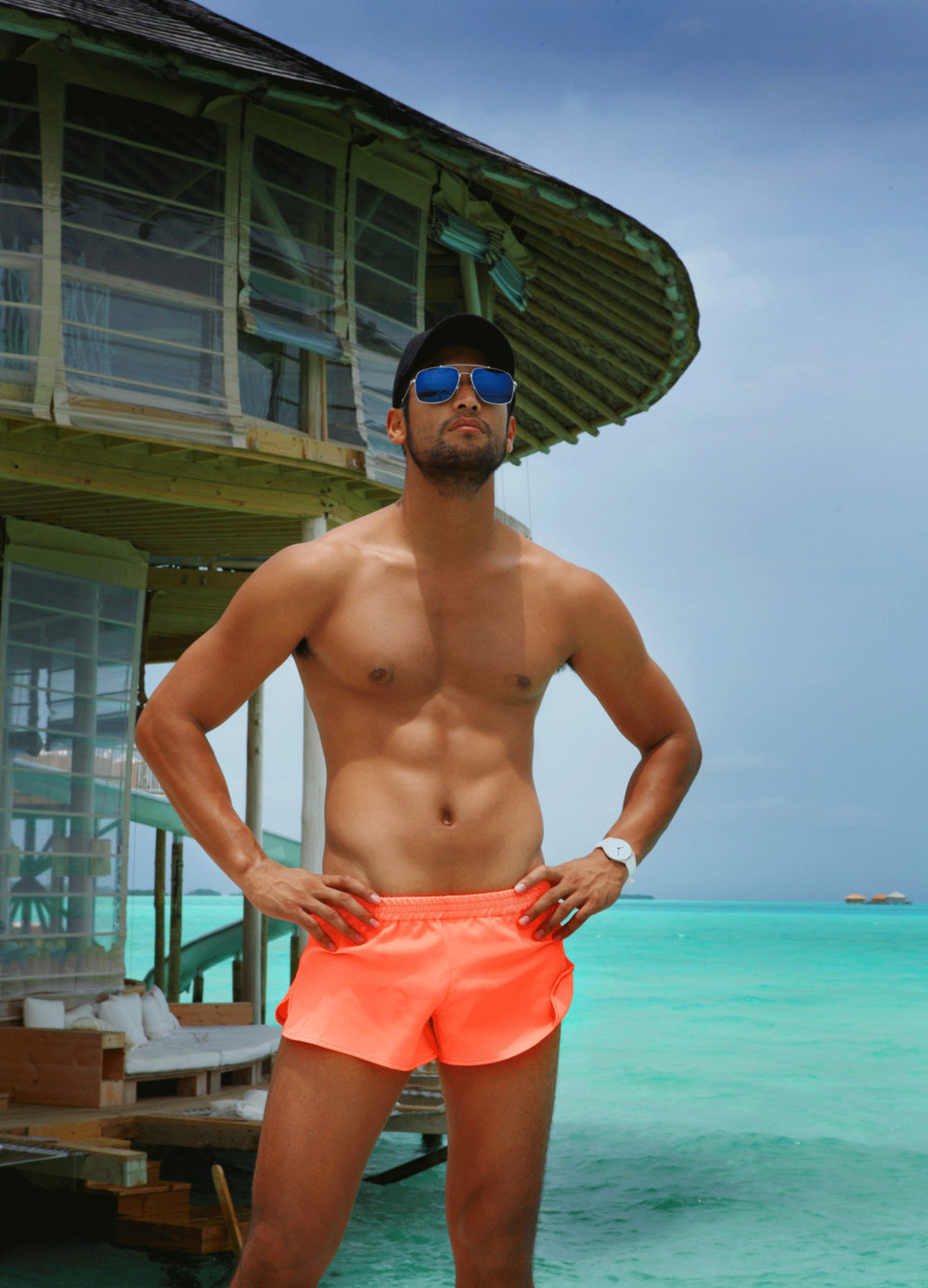 shorts : SARIT / sunglasses : TAVAT / watch : SWATCH SKINCLASS