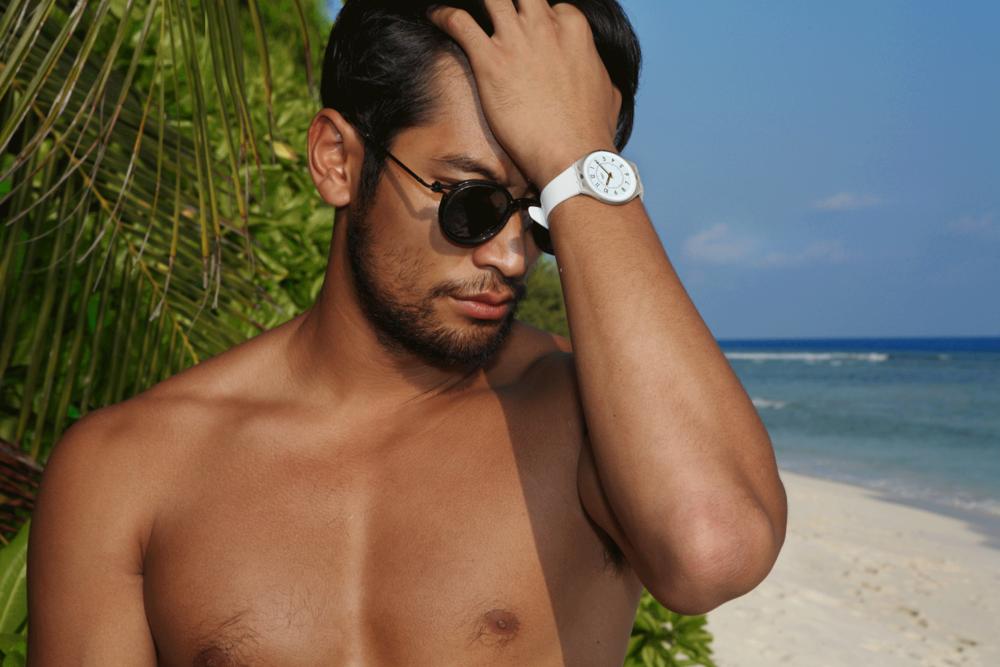 sunglasses : TAVAT / watch : SWATCH SKINCLASS