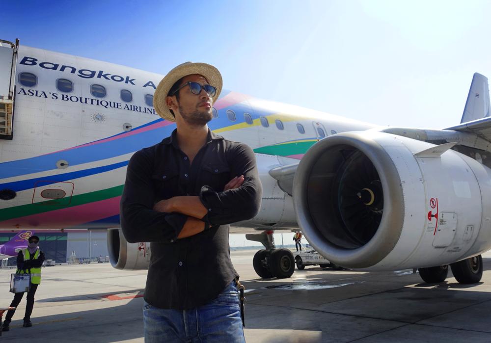 Special Thanks : BANGKOK AIRWAYS , Call Center at 1771, www.bangkokair.com  บางกอกแอร์เวย์สสายการบินเดียวในเอเชียที่ได้รับรางวัลสายการบินภูมิภาคดีเยี่ยมจากสกายแทรกซ์อะวอร์ดศติดต่อกันถึง6 ปีซ้อนมอบประสบการณ์เดินทางที่น่าประทับใจตั้งแต่ก้าวเข้าสู่ท่าอากาศยานสุวรรณภูมิขณะรอเที่ยวบินผ่อนคลายในห้องรับรองที่เพียบพร้อมด้วยเครื่องดื่มของว่างตลอดจนหนังสือพิมพ์นิตยสารมีบริการFree Wi-Fi ก่อนจะบินตรงสู่เกาะมัลดีฟส์โดยใช้เวลาเพียง4.30 ชั่วโมงด้วยฝูงบินใหม่แบบแอร์บัส319 ถึงที่หมายเหนือน่านน้ำมหาสมุทรอินเดียอย่างปลอดภัย