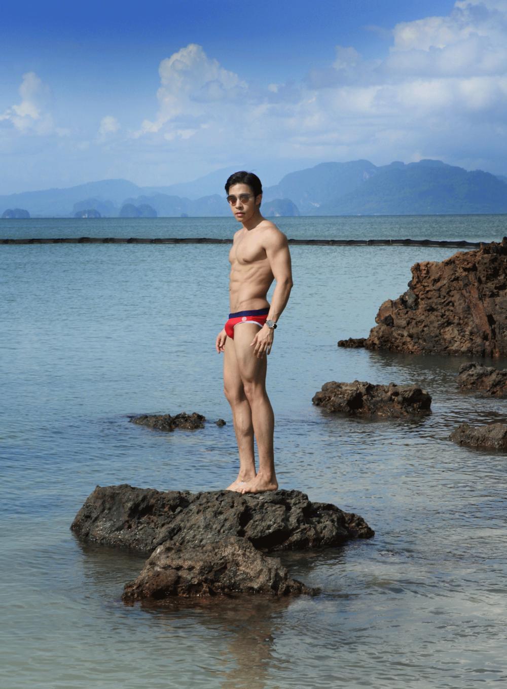 swimwear : NOXX / watch : FORREST / sunglasses : GLAZZIQ