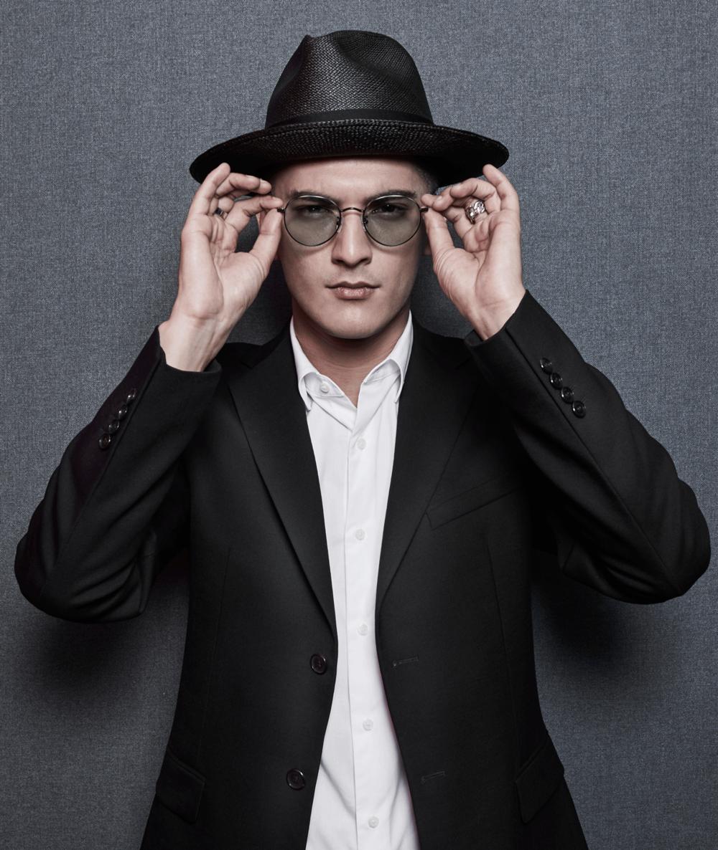 clothes : GIVENCHY sunglasses : GLAZZIQ / hat : Famosa_Andina