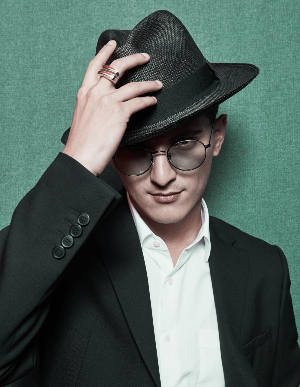 clothes : GIVENCHY / sunglasses : GLAZZIQ / hat : Famosa_Andina